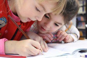 Le dessin, un art abstrait, absurde, difficile, mais pourtant si essentiel pour l'enfant